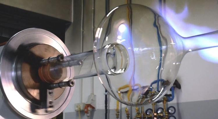 Herstellung eines Lodes Skyfall Glases.